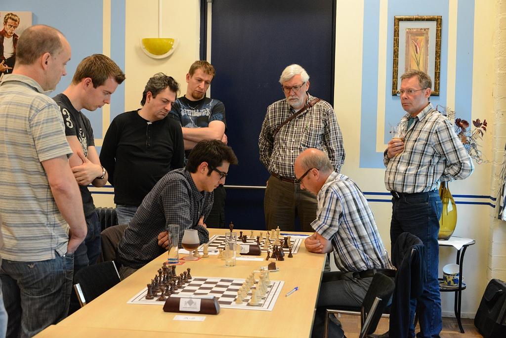 Cooklev heeft zojuist 47..Tc1 gespeeld en zou vier zetten later remise aanbieden.