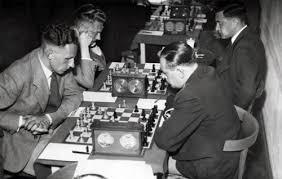 Op de voorgrond Landau tegen dr. E.A.J.M. Mulder, Hilversum, augustus 1940